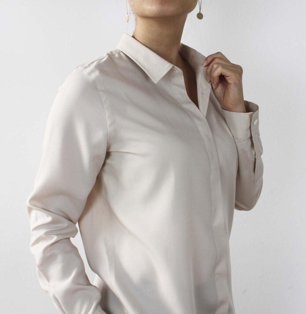 Mönh Copenhagen I beige skjorte
